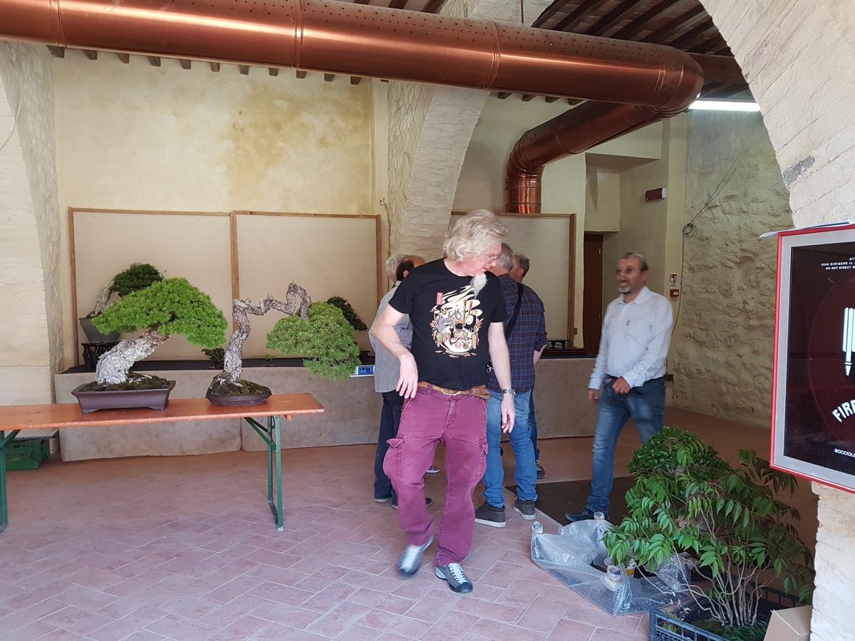 Nicola-Crivelli-e-Enzo-Ferrari-incaricati-dellallestimento-della-mostra